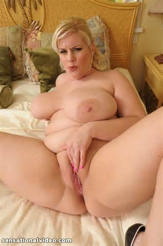 Voluptuous Blonde Minx Spreads Pussy Hot Solo Girls Chubby Porn