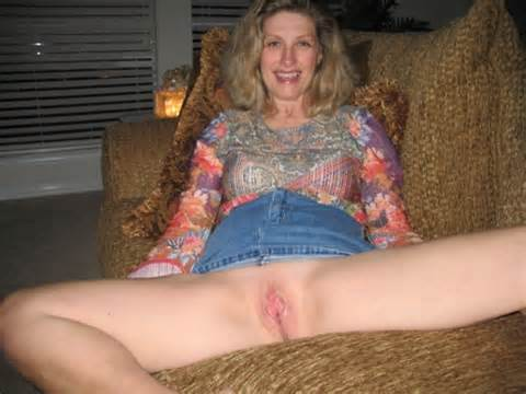 Mature Slut Wife Shows Off Her Slicked Up Pussy On Dragon Thumbs
