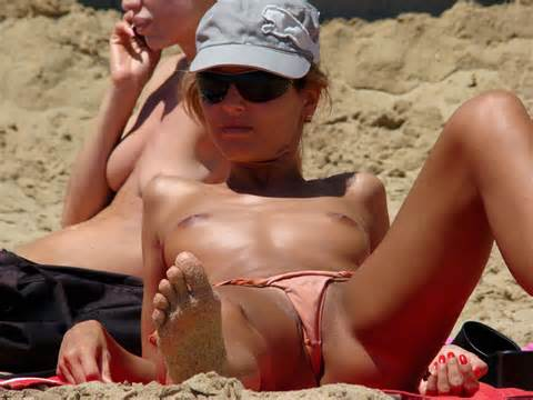 Beach Voyeur Blog Pussy Lips Exposed Beach Voyeur Slip Labia Topless