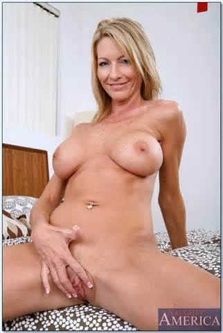 Emma Starr Posing Nude Pichunter