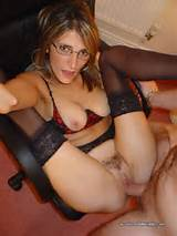 Amateur Nude Wife With Glasses Getting Her Dirty Mature Pussy Fucked