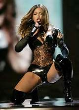 Beyonce Knowles Showing Her Fantastic Legs And Body On Stage From