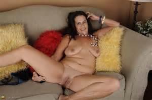 Her Juicy Bawdy Cleft Horny Mature Slut Pleasing Her Wet Pussy